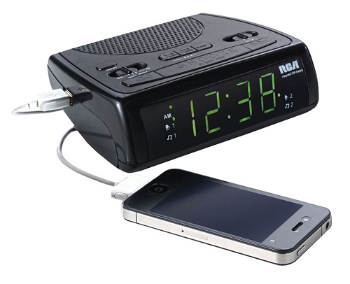 RCA USB Charging Clock Radio with Dual Wake